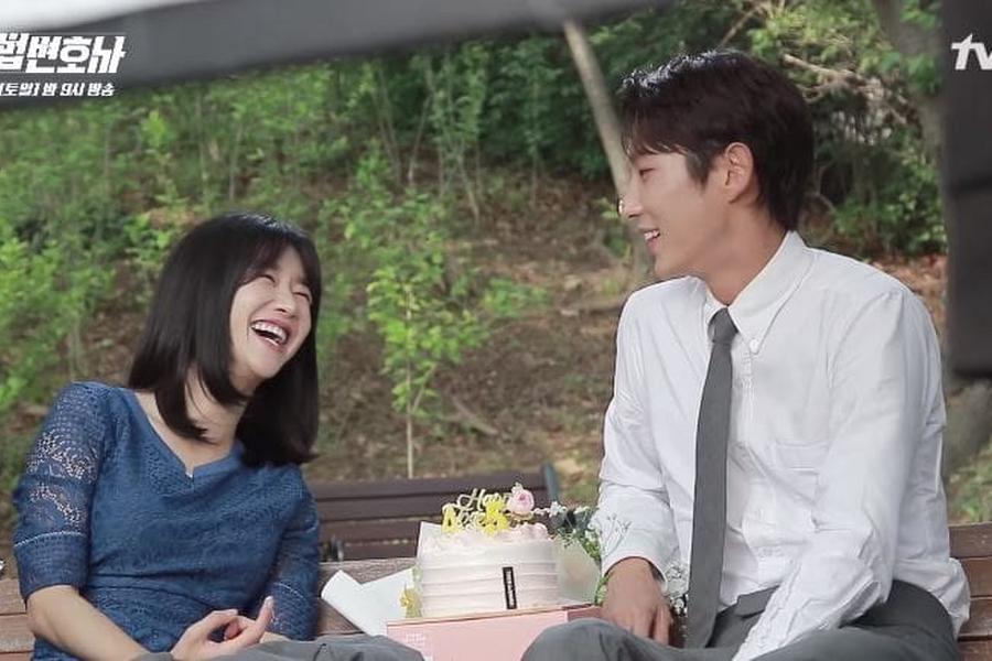 Watch Lee Joon Gi And Seo Ye Ji Can T Stop Joking Around On Set Of Lawless Lawyer Soompi