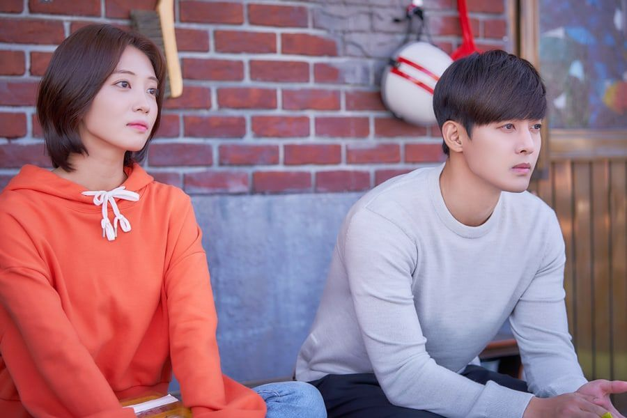 """Kim Hyun Joong Gifts An Ji Hyun With A Mysterious Note In """"When Time Stopped"""""""