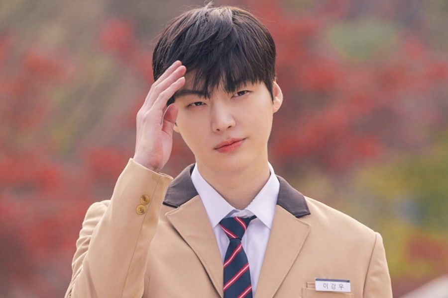 "Ahn Jae Hyun Is In Love With His Own Good Looks In ""Love With Flaws"" Preview"