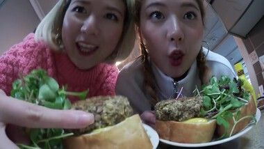 Q2Han Episode 3: Korean Vlog: Cooking Veggie Burger, New Sweaters From Rolarola!