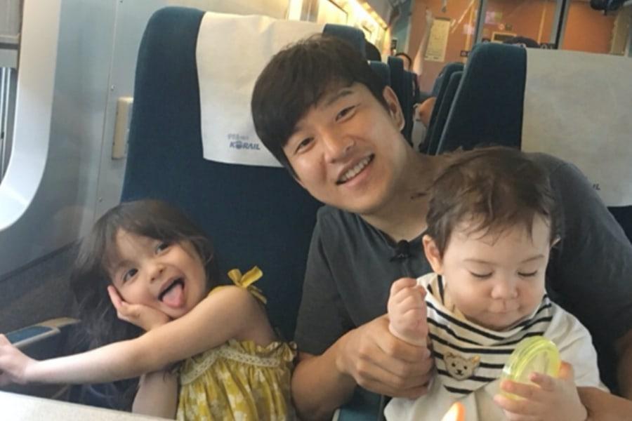 Potret Park Joo Ho bersama Na Eun dan Gun Hoo