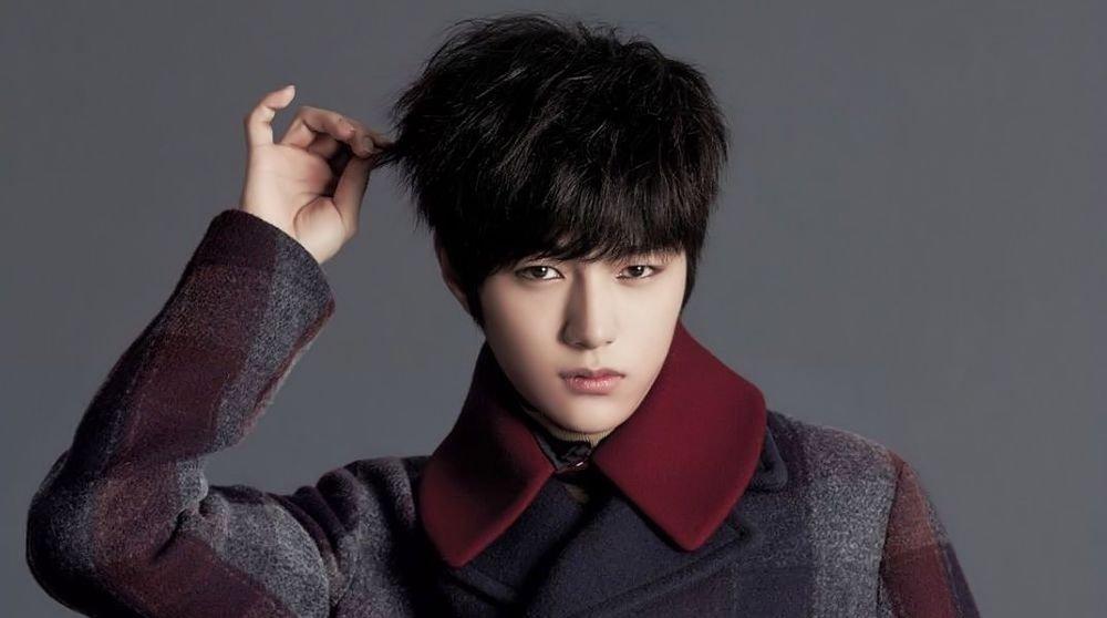 Kim Myung Soo (L)