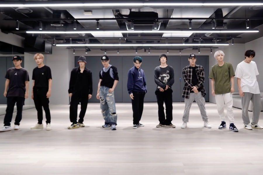 "Watch: NCT 127 Unveils Sleek Dance Practice Videos For ""Sticker"" And ""Lemonade"""