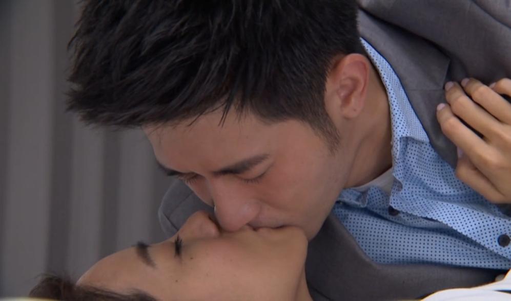 Jolin Chien's Hot Bed Kiss: Better Man
