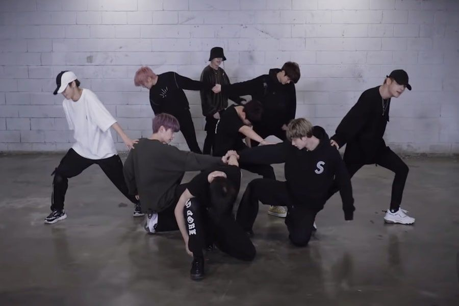"Watch: Stray Kids Shows Off Intense Energy In ""Double Knot"" Dance Practice Video"