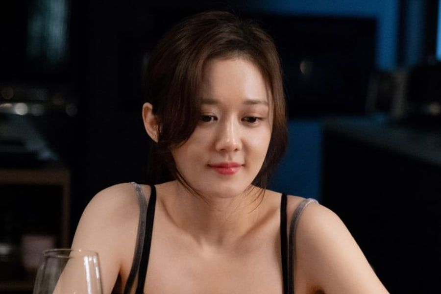 "Jang Nara Is A Lovely Wife As She Prepares A Romantic Surprise For Lee Sang Yoon In ""VIP"""
