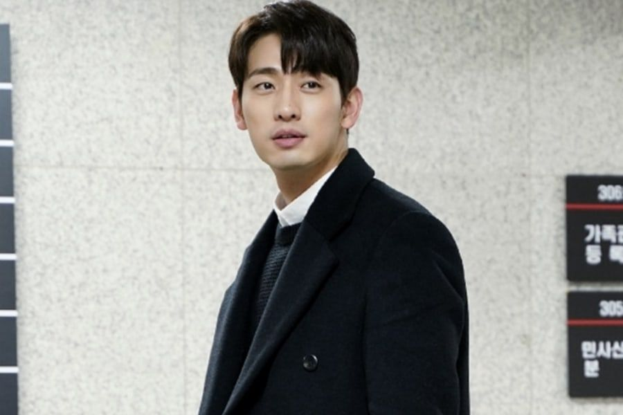 "Yoon Park Transforms Into A Handsome Lawyer For ""Legal High"""