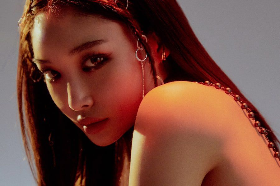 "Update: Chungha Mesmerizes In Concept Photos And Clip For Full Album ""Querencia"""