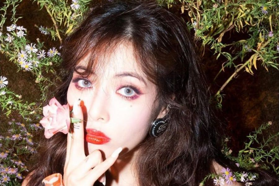 "HyunA Tops Chinese Music Charts With ""Flower Shower"""