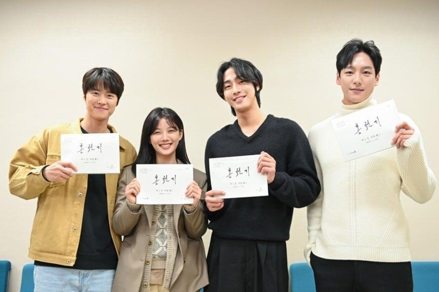 Kim Yoo Jung, Ahn Hyo Seop, dan Lainnya Berkumpul Untuk Pembacaan Naskah Pertama Drama Sejarah Fantasi