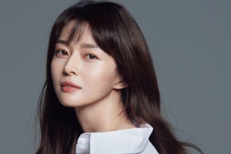 Nara Signs Contract With Lee Jong Sukâs Agency