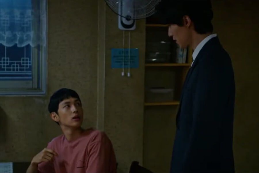 Watch: Lee Dong Wook Gives Im Siwan Quite The Fright In