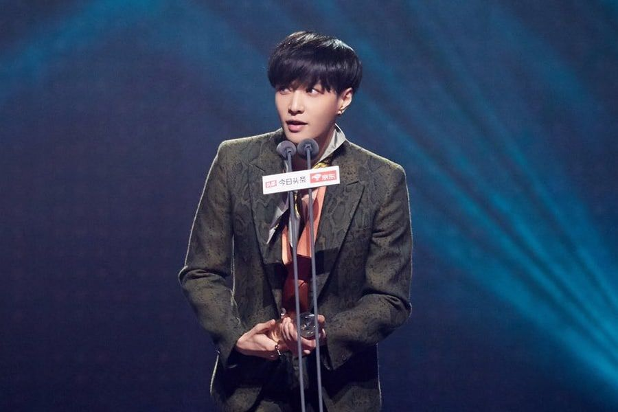 EXO's Lay Scores A Total Of 8 Year-End Awards In China