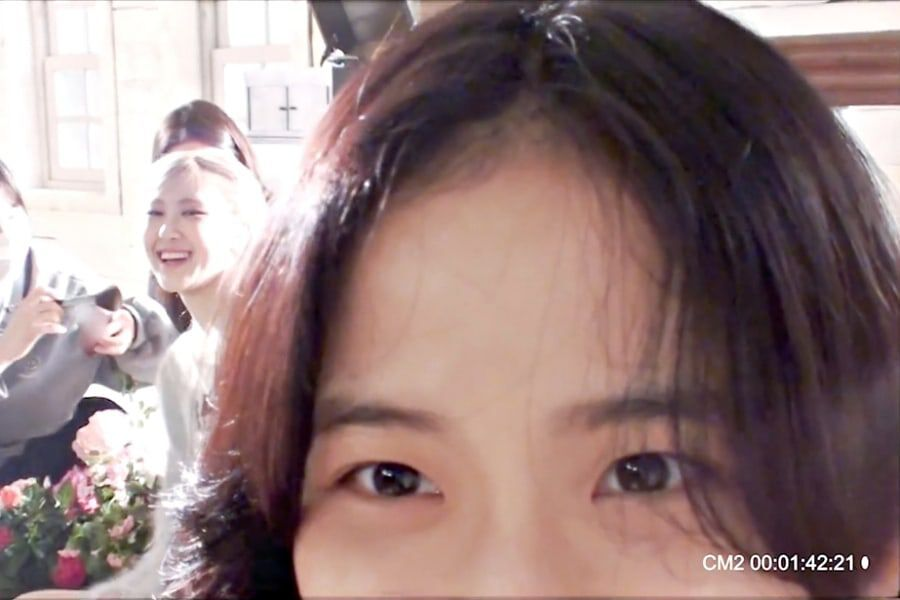 """Watch: BLACKPINK's Jisoo Visits Rosé On Set Of """"On The Ground"""" MV + Girl's Day's Hyeri Sends Gift In Behind-The-Scenes Video - soompi"""