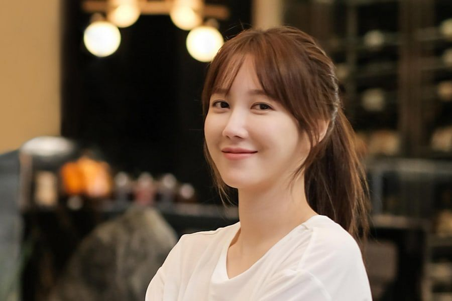 """The Penthouse"" Star Lee Ji Ah Makes Donation To Help Students Affected By COVID-19 Pandemic"