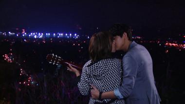 Li Qi teaches Man Li how to play the guitar: Be With You