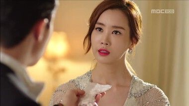 Mo Ne Exerts Her Right as Hotel Heir: Hotel King