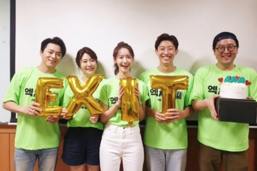 "Jo Jung Suk, YoonA, And More Celebrate ""E.X.I.T"" Surpassing 4 Million Moviegoers"