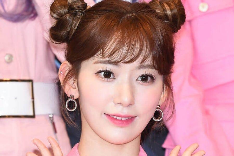 Miyawaki Sakura Reportedly Returning To Korea To Discuss Contract With HYBE Labels + HYBE Responds