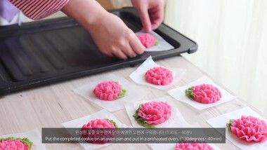 Honeykki Episode 177: Carnation Cookies (Decorated Flower Cookie)