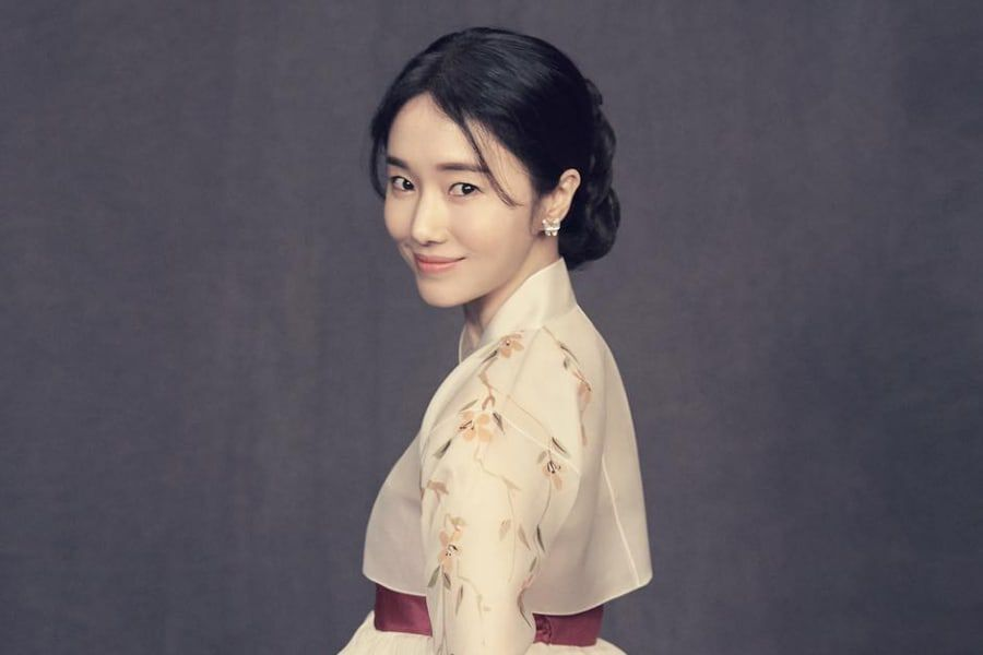 Lee Jung Hyun Rings In Her Wedding Day By Sharing Beautiful Photos From Wedding Shoot