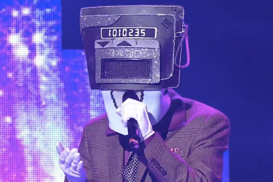 "Skilled Keyboard Player Of Boy Band Melts Hearts With His Sweet Voice In ""The King Of Mask Singer"""