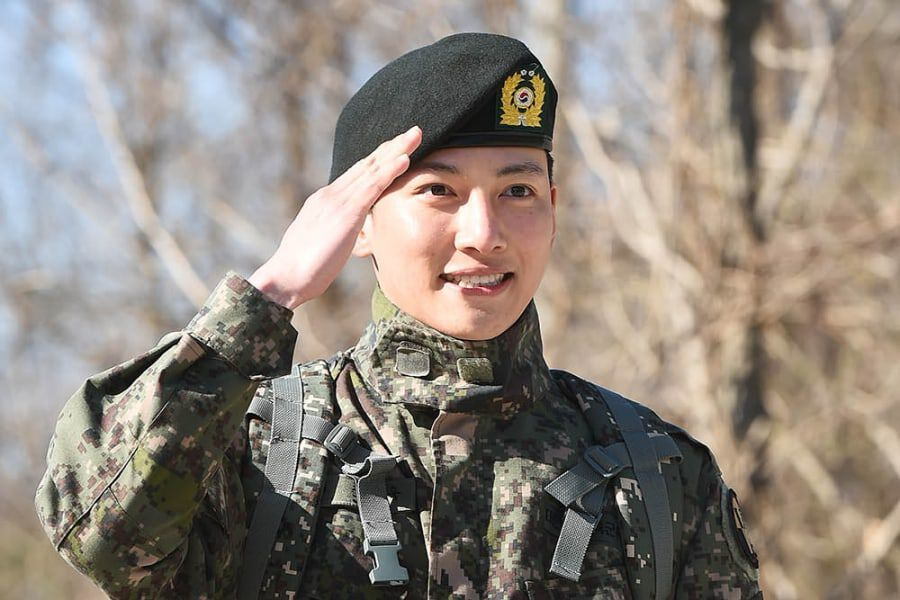 Ji Chang Wook Discharged From Military; Expresses Gratitude To Fellow Soldiers Kang Ha Neul, Sunggyu, And Onew
