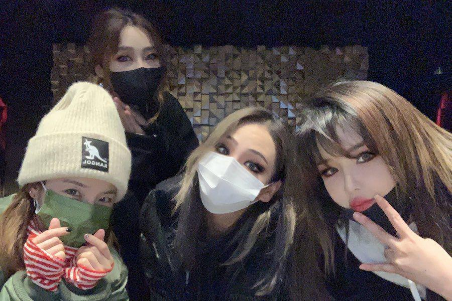 2NE1 Members All Get Together To Celebrate Minzy's Birthday