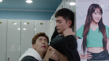 Henry Mocks Sung Hoon by Leaning on His Chest: Oh Mi Venus