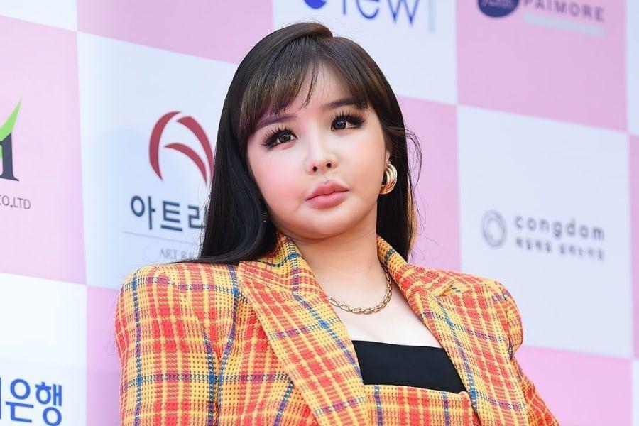 Park Bom comparte planes para un comeback