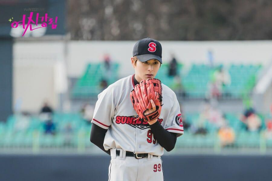 """Jung Gun Joo se transforma en jugador de béisbol para cameo en """"True Beauty"""""""