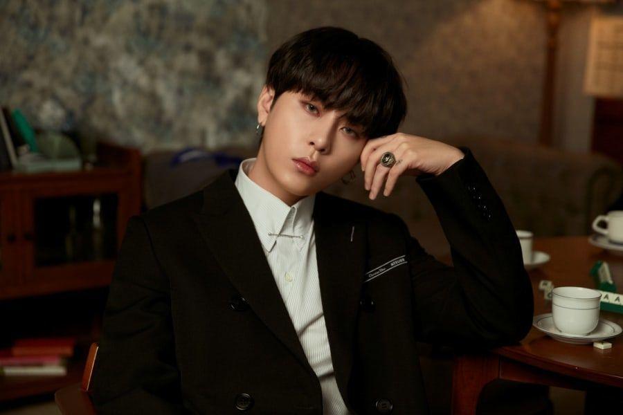 [Actualizado] Around Us niega que Yong Junhyung sea otro cantante en la sala de chat con imágenes de cámaras ocultas compartidas