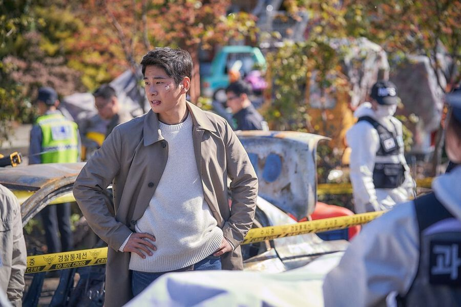 Lee Yi Kyung Transforms Into Tough Police Detective For Mystery Thriller Drama