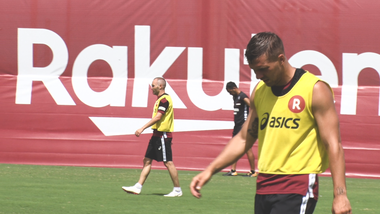 Iniesta TV Episode 16: Road to Kobe #14 Practice incl. Podolski
