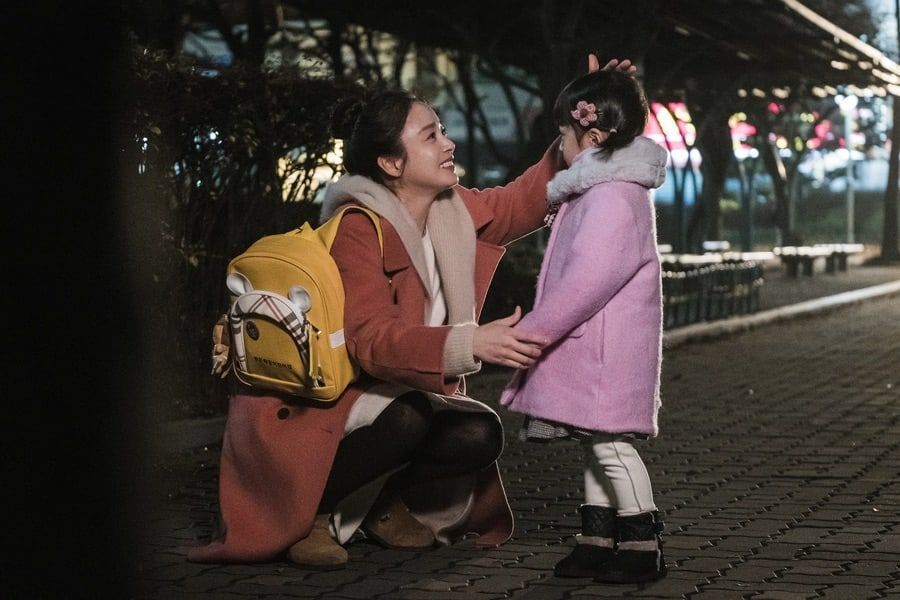 """Kim Tae Hee And Seo Woo Jin Share Emotional Mother-Daughter Reunion In """"Hi Bye, Mama"""""""