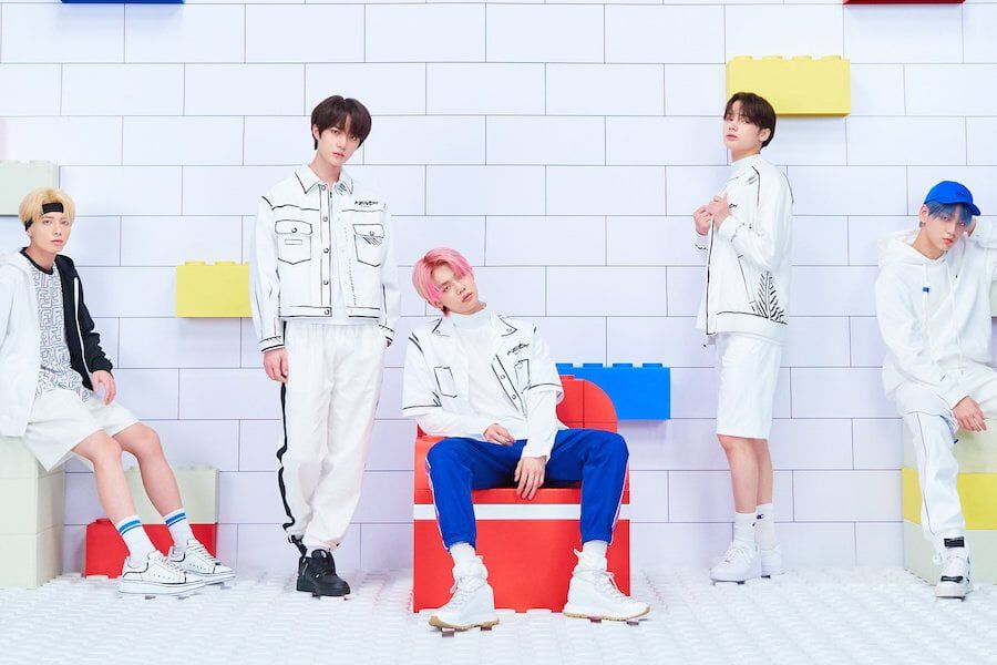 """TXT Breaks Personal Record For Stock Pre-Orders With Upcoming Album """"minisode1 : Blue Hour"""""""