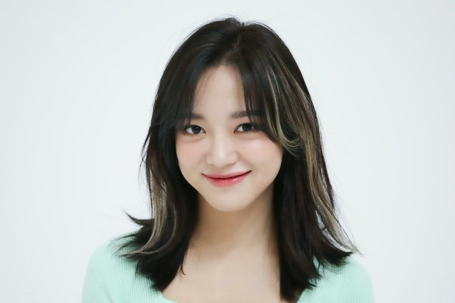 Kim Sejeong Renews Contract With Jellyfish Entertainment