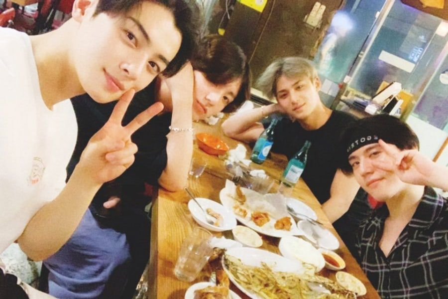 Jungkook Reveals Photo From Gathering With '97-Line Friends