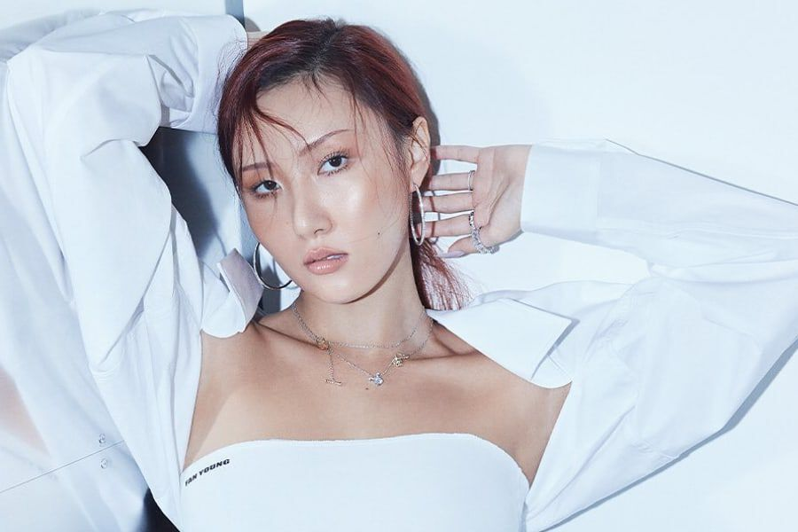 MAMAMOO's Hwasa Talks About Living In The Moment, Discussing The Future With Members, And More