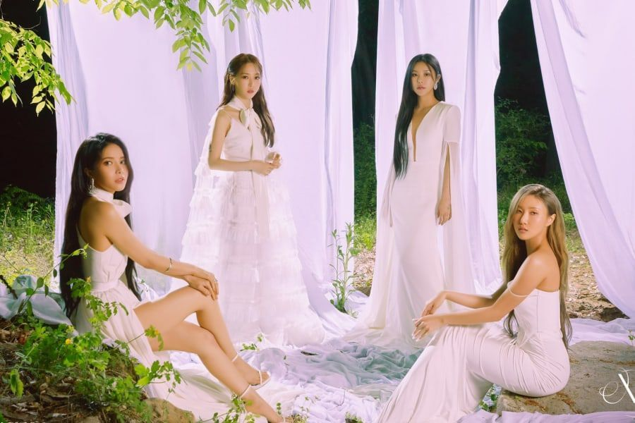 """MAMAMOO Tops iTunes Charts All Over The World With """"WAW"""""""