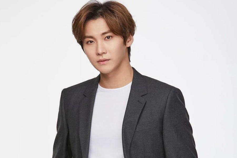 El ex miembro de FTISLAND, Song Seung Hyun, firma con la agencia dirigida por Tony Ahn