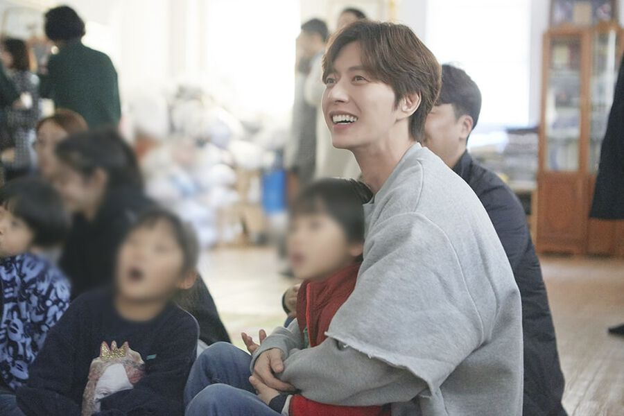 Park Hae Jin Displays His Generosity With Christmas Eve Volunteer Work