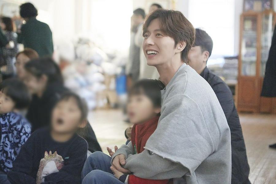 Park Hae Jin Displays His Generosity With Christmas Eve Volunteer Work