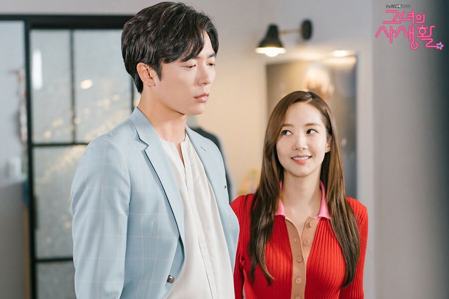 "Kim Jae Wook Gets Adorably Jealous By Park Min Young's Fan Merch In ""Her Private Life"""