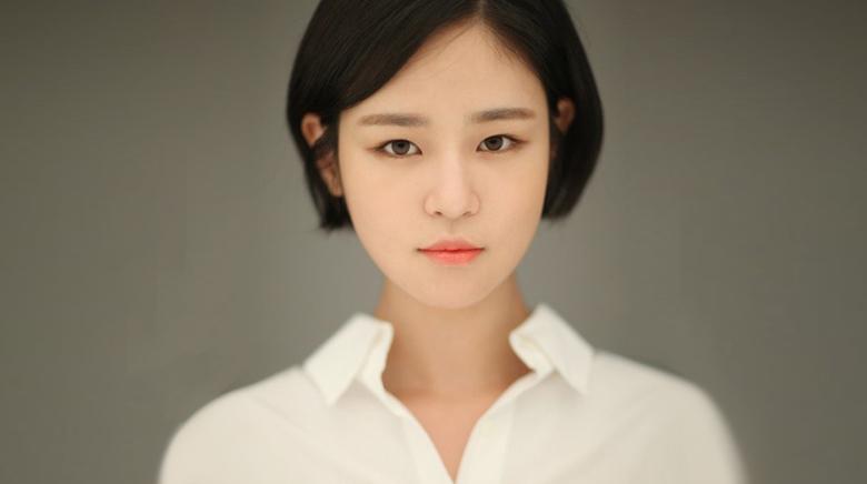Shim Eun Woo (1992)