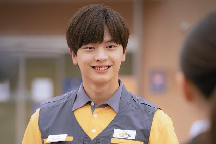 "Yook Sungjae dari BTOB adalah pekerja paruh waktu dengan kemampuan dnik di drama ""Mystic Pop-Up Bar"""