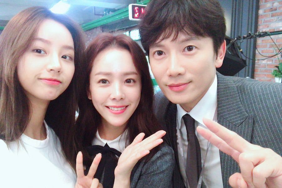 "Han Ji Min And Ji Sung Thank Girl's Day's Hyeri For Her Support For ""Familiar Wife"""