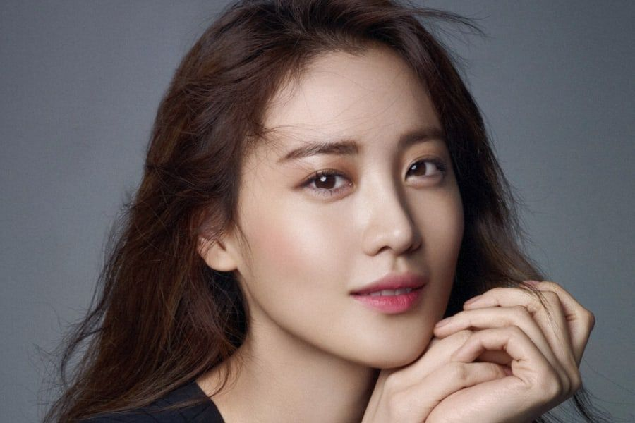 Actress Claudia Kim Signs With YG Entertainment