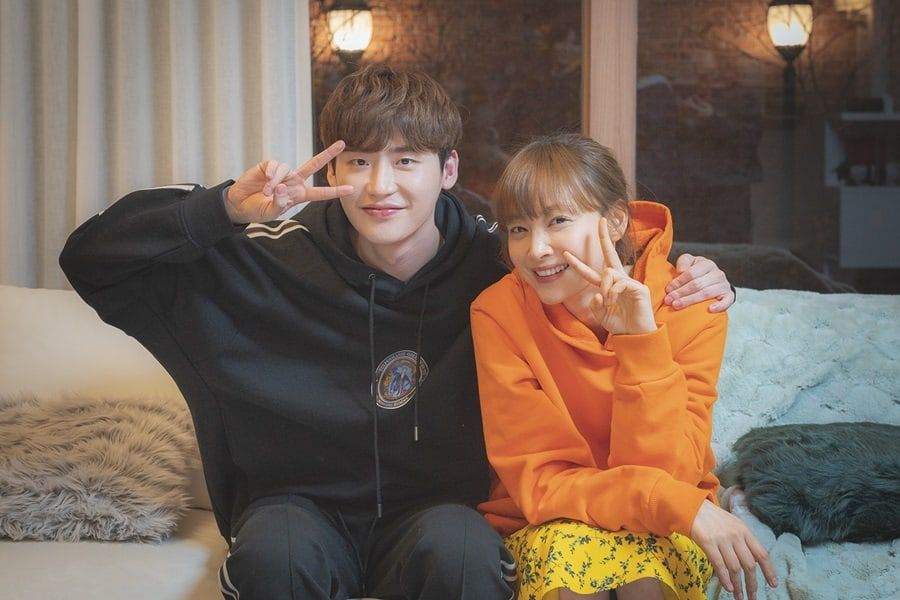 "Lee Jong Suk And Lee Na Young Talk About Working Together As They Say Their Farewells To ""Romance Is A Bonus Book"""