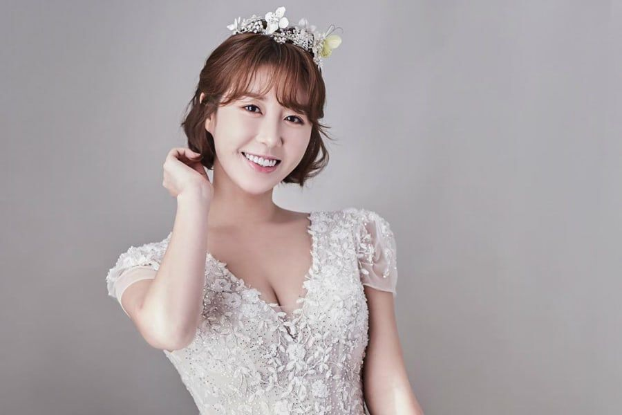 Singer Navi Personally Reveals She Will Be Tying The Knot This Month |  Soompi